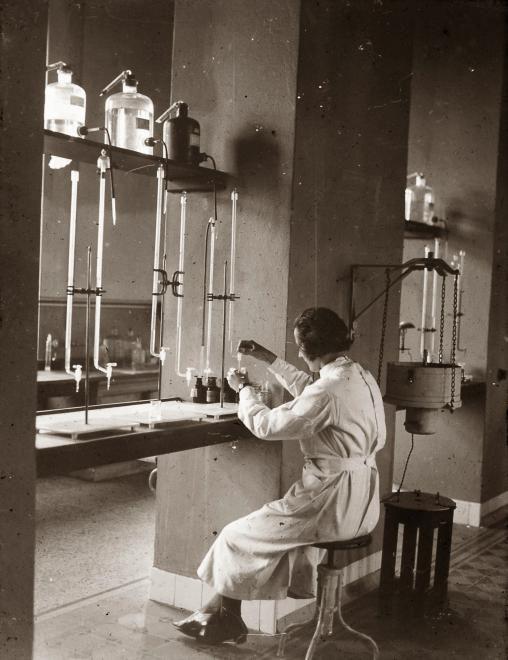 A klinika laborja (Forrás: Fortepan)