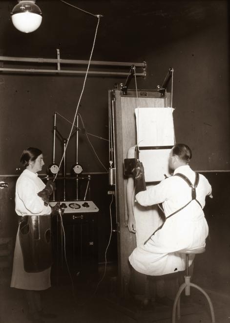 Ilyen volt a röntgen a két világháború között (Forrás: Fortepan)
