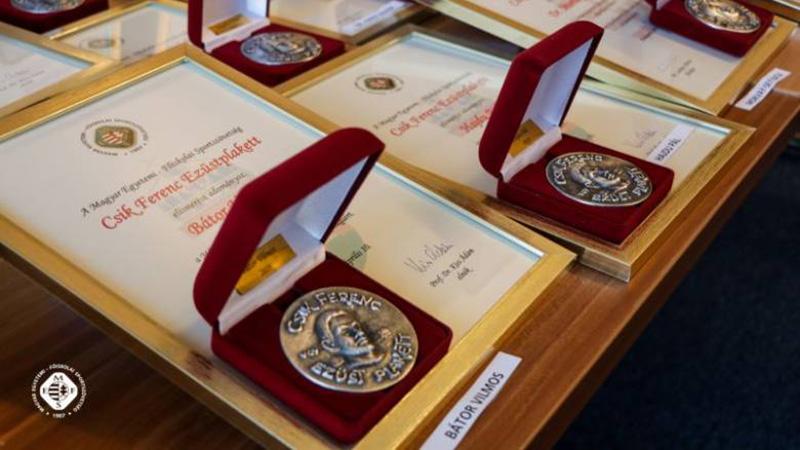 Díjat kapott dr. Miseta Attila és Téczely Tamás a Magyar Egyetemi-Főiskolai Sportszövetség közgyűlésén