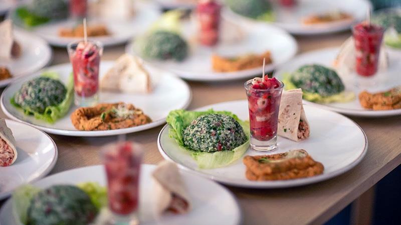 """Az országos sajtónak is bemutatták az """"50 étel a nagyvilágból"""" című kötetet"""