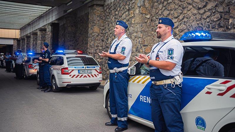 Rendőr flashmob - köszönet az egészségügyi dolgozóknak