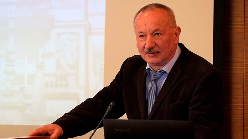 """""""A szeptemberi tanévkezdés problémamentes lehet"""" – interjú dr. Miseta Attila rektorral"""