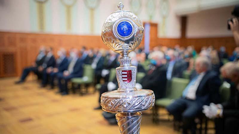 Die Mitarbeiter unserer Fakultät wurden bei der feierlichen Eröffnungssitzung des Senats der Universität Pécs ausgezeichnet