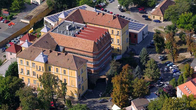 Die Klinik für Nervenchirurgie der Universität Pécs wurde zum europäischen Exzellenzzentrum