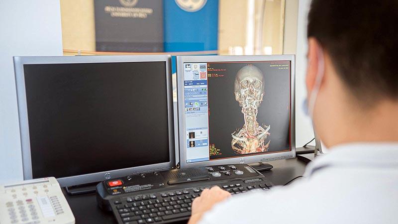 Herr Imre Simon, Mitarbeiter des 3D-Zentrums erzielte erheblichen Erfolg an dem Innovationstraining im Gesundheitswesen von MIT-Harvard Medical School