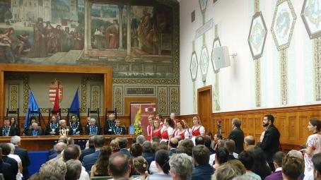 Rangos kitüntetésben részesült az Orvostudományi Kar számos munkatársa a PTE Tanévzáró Ünnepi Szenátusi Ülésén