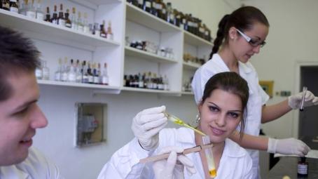 Összefogott a három vidéki egyetem a gyógyszerkutatások területén