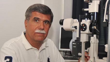 A pécsi klinika egészének elismeréseként tekint díjaira dr. Biró Zsolt szemész professzor